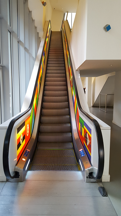 Escalators - drapeaux pays africains - ©No Fake In My News