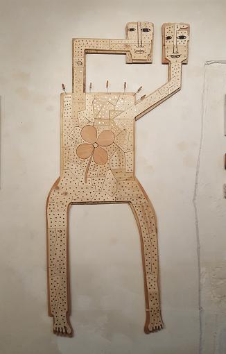 Face 1 de la réalisation en bois sous forme de puzzle par F. Lautissier . Pour voir la Face 2, il faut aller sur place